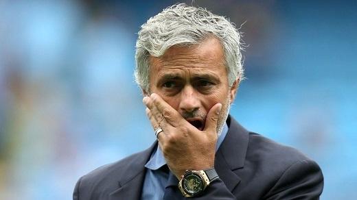 Manchester United vẫn chưa quyết định dứt khoáttương lai của Mourinho. (Ảnh: Internet)