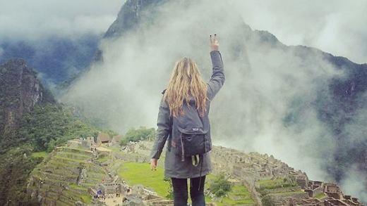 Cô gái thăm 7 kì quan thế giới trong 13 ngày sau khi mắc ung thư