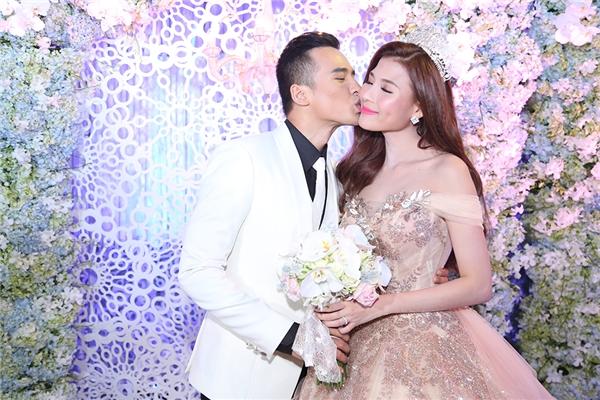Lương Thế Thành say đắm hôn Thúy Diễm trong lễ cưới - Tin sao Viet - Tin tuc sao Viet - Scandal sao Viet - Tin tuc cua Sao - Tin cua Sao