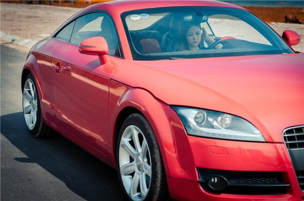 Giải Vàng The Remix 2016 với hình ảnh cực chất khi tự lái chiếc siêu xe màu đỏ của một thương hiệu xe nổi tiếng để quay những cảnh khó trong MV. - Tin sao Viet - Tin tuc sao Viet - Scandal sao Viet - Tin tuc cua Sao - Tin cua Sao