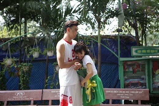 Thuận Nguyễn và Diệu Nhi khá dễ dàng nhập vai đôi bạn cấp 3 Dương và Di với những say nắng tình cảm đầu đời.