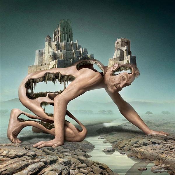 """Cả một tòa lâu đài, một """"đế chế"""" nguy nga, tráng lệ, không ngờ lại được xây dựng trên một """"thân thể"""" mục ruỗng, trống rỗng như thể bị khai thác đến mức chỉ còn lại cái vỏ bọc. (Ảnh: Igor Morski)"""
