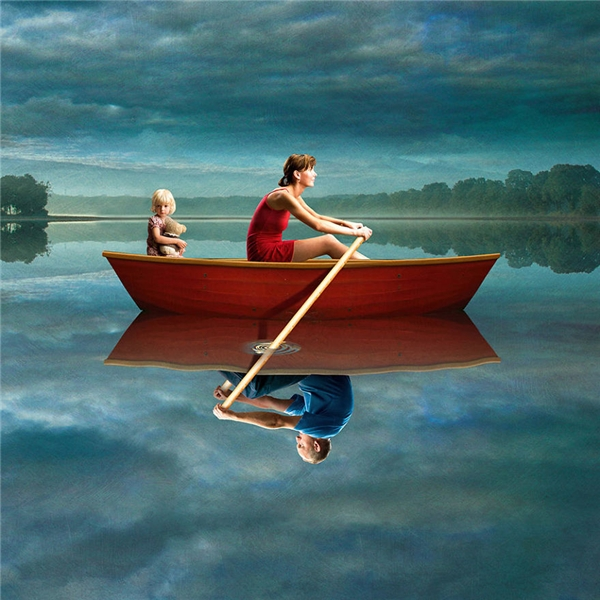 Đôi khi làm một người mẹ đơn thân không có nghĩa là bạn chỉ cần chèo chống cho hai mẹ con mà có những lúc phải chống lại cả người đàn ông đã rời bỏ bạn và chỉ muốn gây khó dễ cho bạn mà thôi. (Ảnh: Igor Morski)