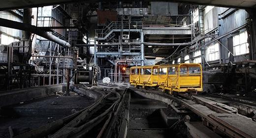 Phân cảnh khu hầm nhà máy điện bị động đất được quay ở... một khu tổ hợp nghệ thuật. (Ảnh: Internet)