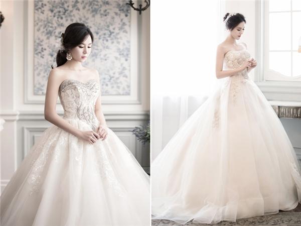 Mẫu váy cưới của hãng Tyche Dress có phần đi theo lối mòn với kiểu dáng phổ biến. Tuy nhiên, chi tiếttrang trí cầu kì, lạ mắt ở phần ngực và eo khiến chiếc váy trở nên thậtkhác biệt.(Ảnh:Internet)