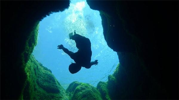 Giếng Jacob's là một dòng suối tự nhiên sâu khoảng 30m ở bang Texas, Mỹ. Nhiều người bơi lặn đã bỏ mạng khi khám phá độ sâu của giếng nước bí ẩn này.