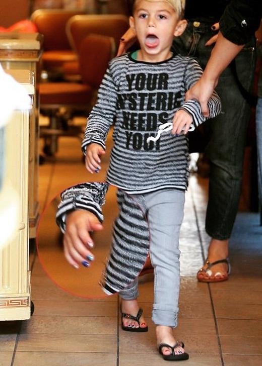 Con trai của Gwen Stefani có vẻ là một fan cứng của sơn móng tay. (Ảnh: tru_man_brand)