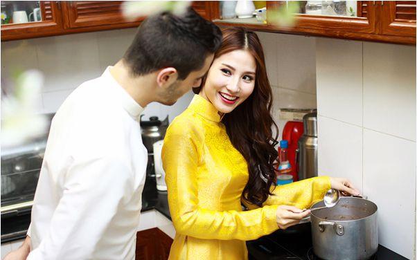Cơm tiệm có ngon đến nhường nào cũng không ngọt lành bằng cơm canh của vợ hay của người yêu.(Ảnh: Internet)
