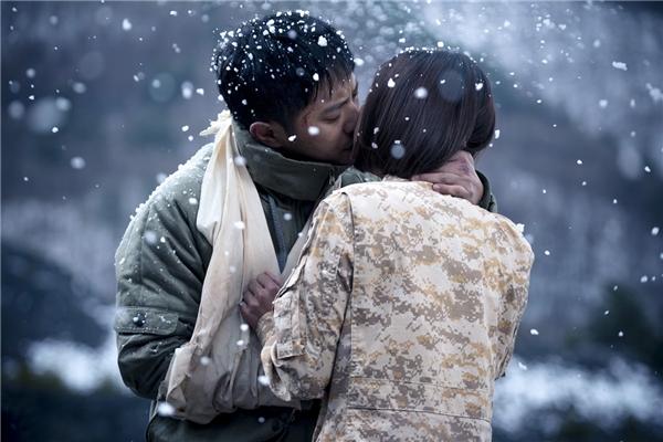 Sau tất cả, phó sĩ quan Seo Dae Young và nữ quân nhân Yoon Myung Joo cũng về lại bên nhau
