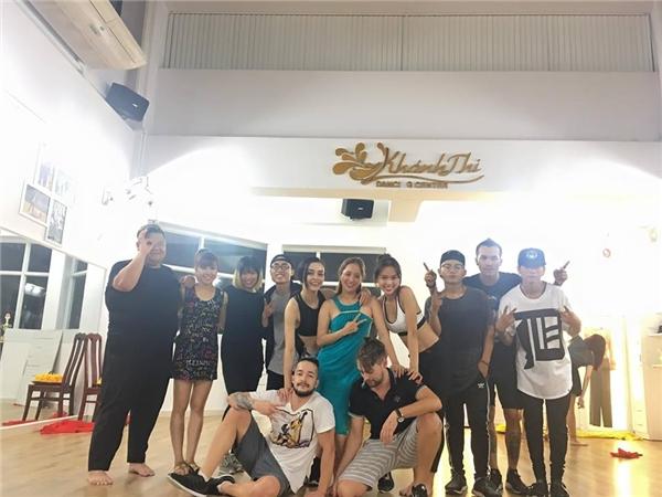 Khánh Thi cùng các thí sinh tất bật trước thềm chung kết Bước nhảy hoàn vũ 2016. - Tin sao Viet - Tin tuc sao Viet - Scandal sao Viet - Tin tuc cua Sao - Tin cua Sao
