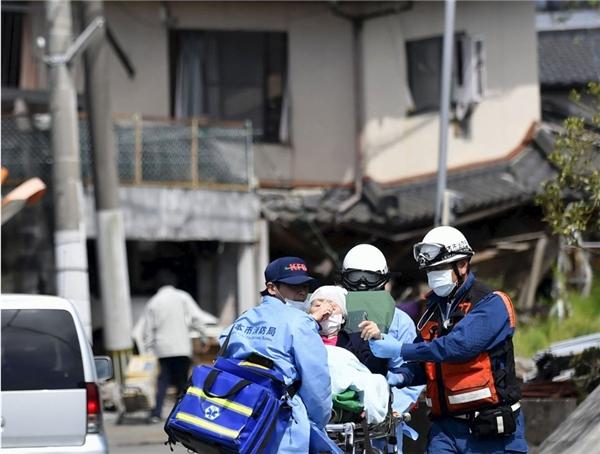 15.000 binh lính đã được triển khai thêm để thực hiện công tác cứu hộ và tìm kiếm. Cơ quan Khí tượng Nhật đã ra cảnh báo sóng thần nhưng sau đó gỡ bỏ.