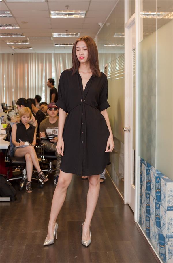 Nguyễn Oanhngày càng nhận được sự yêu mến của khán giả sau 2 năm đăng quang. Những luồng ý kiến trái chiều trong 2 năm trước đã được cô gái này biến thành động lực để cố gắng nhiều hơn cho sự nghiệp.