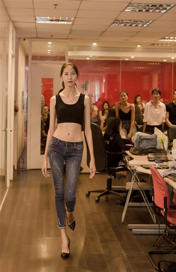 Cao Ngân - nữ người mẫu sở hữu thân hình cò hương cùng đôi chân dài thẳng tắp.