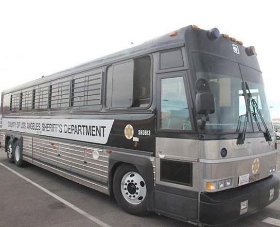 Chiếc xe buschở Minh Béo ra dự phiên luận tội đầu tiên vào sáng ngày 15/4. - Tin sao Viet - Tin tuc sao Viet - Scandal sao Viet - Tin tuc cua Sao - Tin cua Sao