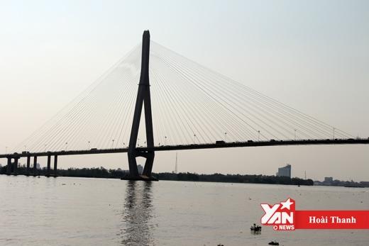Cầu Cần Thơ nối liền bờ sông Hậu đã có 38 người nhảy cầu tự tử.