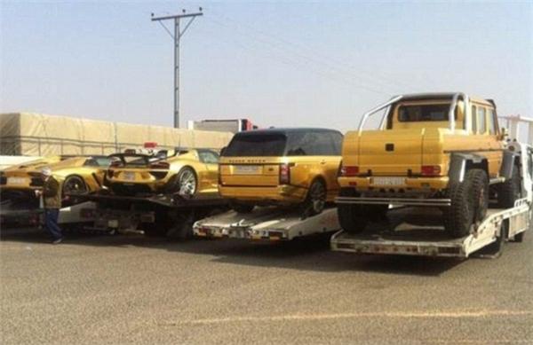 Dàn xe 4 chiếc dát vàng được chở tới London của Turki Bin Abdullah.