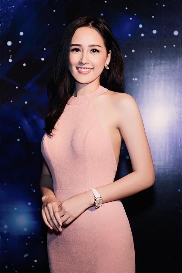 """Ngọc Trinh, Tóc Tiên """"không thể ngọt ngào hơn"""" với sắc hồng thạch anh"""