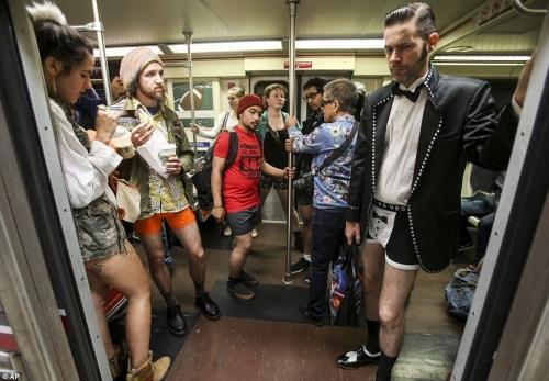 Nếu bạn diện trang phục thế này thì không vào quán được đâu nhé. (Ảnh minh họa)