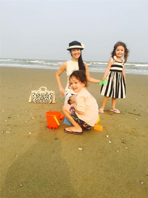 Hồng Nhung và hai bé Tôm, Tép tiếp tục tận hưởng ngày nghỉ lễ cuối cùng. - Tin sao Viet - Tin tuc sao Viet - Scandal sao Viet - Tin tuc cua Sao - Tin cua Sao