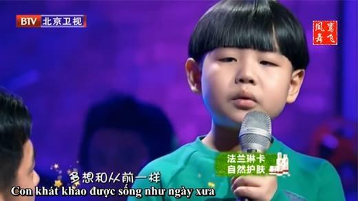 Không cầm nổi nước mắt khi xem cậu bé này hát về cha