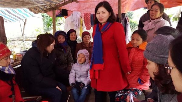 Phương Anhthường xuyên tham gia, kêu gọi mọi người cùng chung tay giúp đỡ những hoàn cảnh khó khăn. Cô cũng đã đi làm từ thiện ở rất nhiều nơi.(Ảnh: Internet)