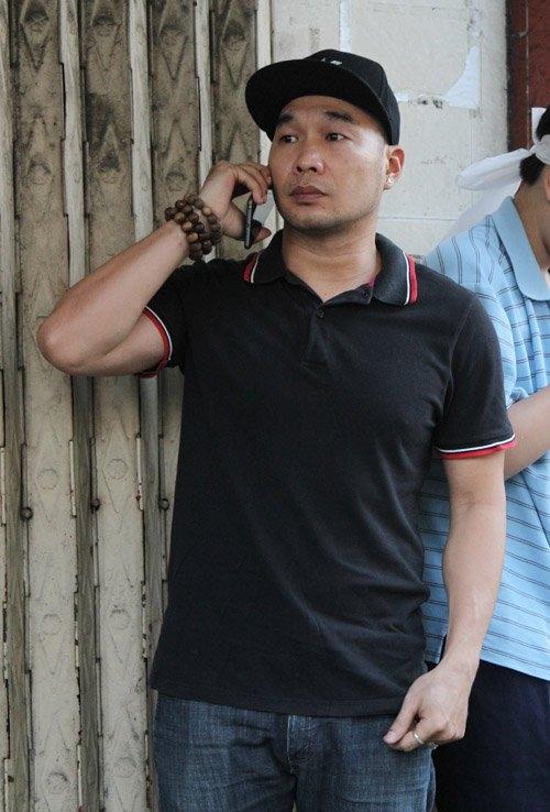 Thành viên nhóm MTV – Anh Tuấn đã có mặt từ sớm để tham dự tang lễ. - Tin sao Viet - Tin tuc sao Viet - Scandal sao Viet - Tin tuc cua Sao - Tin cua Sao