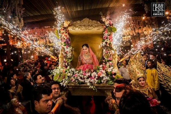Ảnh cưới đậm phong cách truyền thống.