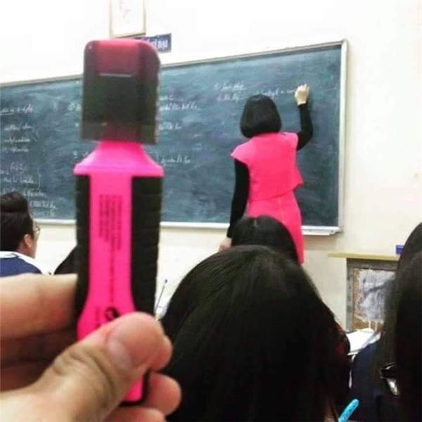 """""""Mốt"""" của các thầy côbây giờ là hóa trang thành dụng cụ học tập?(Ảnh: Internet)"""