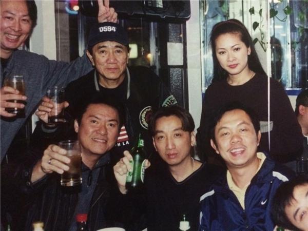 Hình ảnh nữ ca sĩ Như Quỳnh cùng Chí Tài trong một buổi tiệc tại gia. - Tin sao Viet - Tin tuc sao Viet - Scandal sao Viet - Tin tuc cua Sao - Tin cua Sao