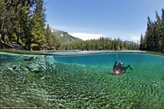 Giữa tháng 5 đến tháng 6 là thời điểm hồ có quang cảnh đẹp nhất.