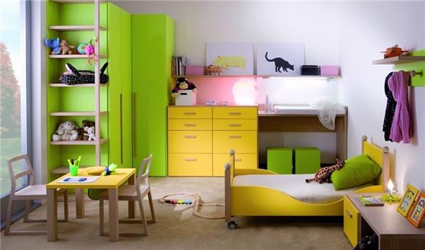 Hai tông màu vàng chanh và xanh chuối nổi bần bật khiến căn phòng trông cực kỳ vui mắt và chủ nhân của nó hẳn là người rất năng động. (Ảnh: Internet)
