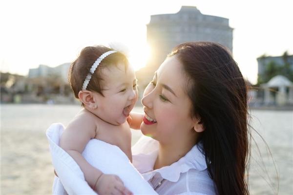Người đẹp thường xuyên dành thời gian bên con,đưa con gái đi du lịch. - Tin sao Viet - Tin tuc sao Viet - Scandal sao Viet - Tin tuc cua Sao - Tin cua Sao