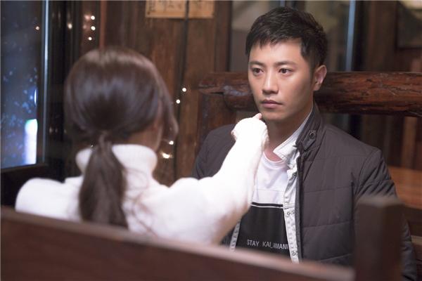 Đạo diễn Hậu duệ Mặt Trời hối hận vì cắt bỏ cảnh nóng của cặp phụ