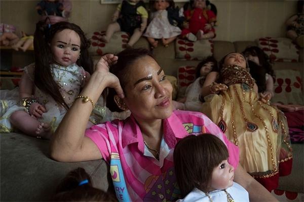Mama Ning và những đứa con búp bê của mình.