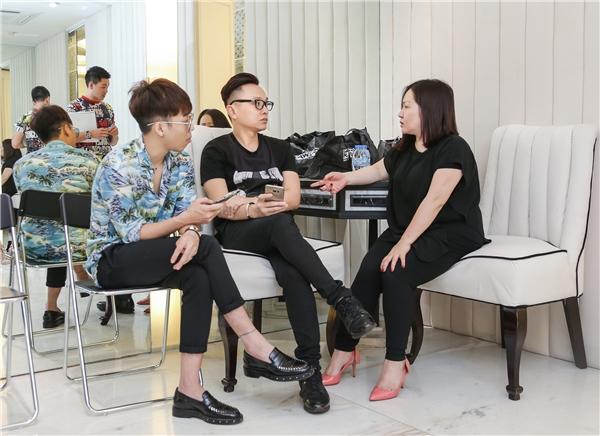 Trong buổi tuyển chọn còn có sự tham gia của bà Lê Thị Quỳnh Trang - Chủ tịch Tuần lễ Thời trang Quốc tế Việt Nam và stylist Hoàng Ku.