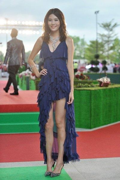 Diễn viên kiêm người mẫu Carrie Wong