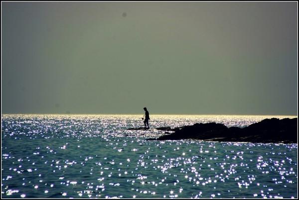 Bờ cát trắng phẳng lí, nước biển trong xanh đến tận đáy và những buổi bình minh lóng lánh trên mặt biểnchính là tất cả những gì mà bãi biển Phú Yên có được. (Ảnh: Internet)