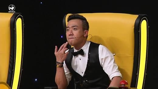 """Thí sinh nhại theo """"hit"""" Đàm Vĩnh Hưng khiến BGK phấn khích"""