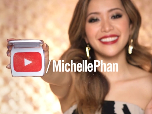 Nhờ lao động chăm chỉ,kênh làm đẹp củaMichelle Phan đã thu húthơn 7,6 triệu thuê baovà 1,1 tỷ lượt xemtrên YouTube.(Ảnh: Internet)