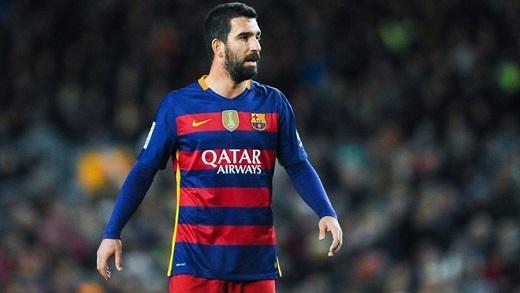 2. Arda Turan và Aleix Vidal chưa đáp ứng yêu cầu:Gia nhập Barcelona từ mùa hè nhưng phải đến nửa năm sau bộ đôi này mới được ra sân. Sau khi vắng mặt hơn 30 trận, không dễ để họ hòa nhập với đội bóng mới.