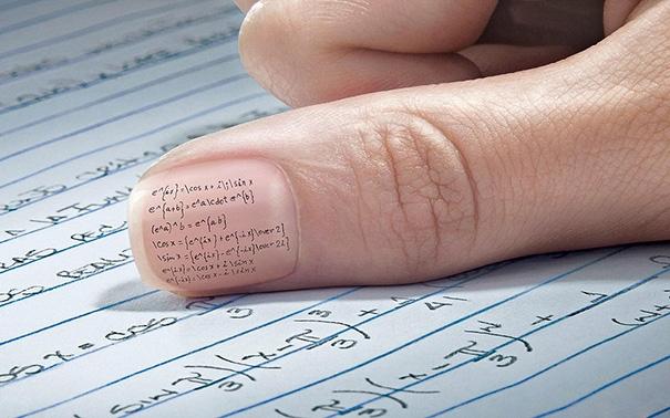 Loại bút thần thánh nào có thể viết được những con chữ li ti thế kia? Phải mua nó ở đâu?