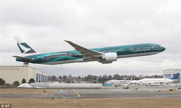 Bé gái 4 tháng tuổi đột tử trên chuyến bay của hãng Cathay Pacific Airways. Ảnh: AP
