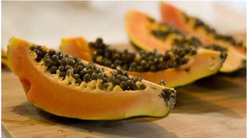 Với những trái cây bề ngoài đẹp đẽ và có nguồn gốc nước ngoài, các bạn hãy suy nghĩ cẩn thận trước khi mua (Ảnh minh họa)