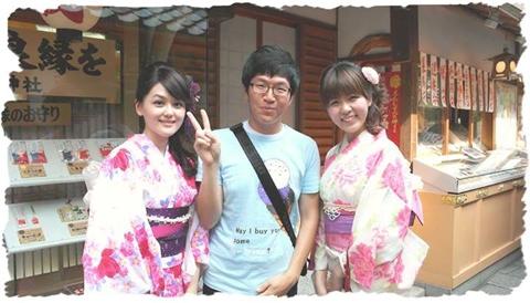 Du khách này có ước muốn trông thật giống người Nhật Bản.