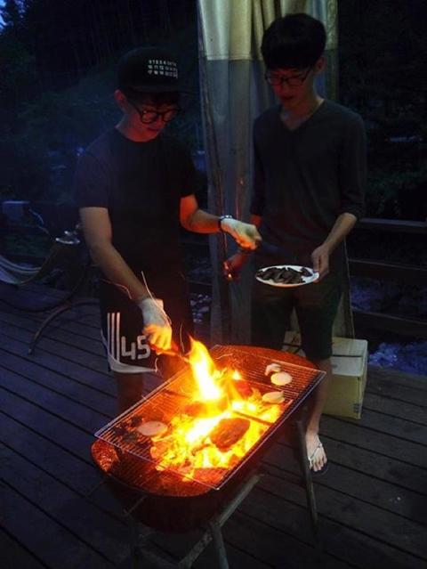 Tôi muốn mình trông thật ngầu khi nướng thịt.