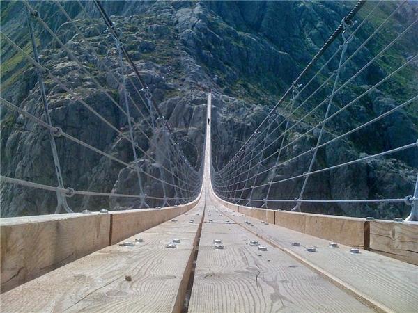 Đây là cây cầu đi bộ dài nhất bắc qua các ngọn núi thuộc dãy Alps của Thụy Sĩ.(Ảnh: Internet)
