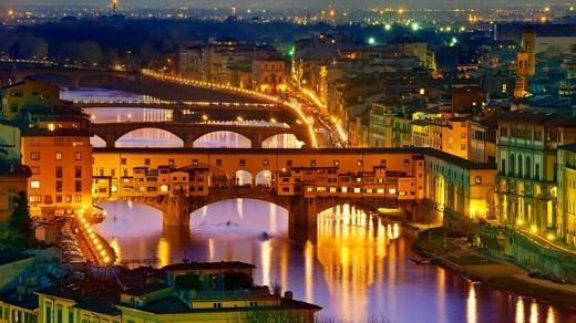 """""""Ponte Vecchio"""" theo tiếng Ýnghĩa là """"Cầu Cũ"""".(Ảnh: Internet)"""