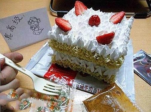 Bánh sinh nhật của sinh viên.