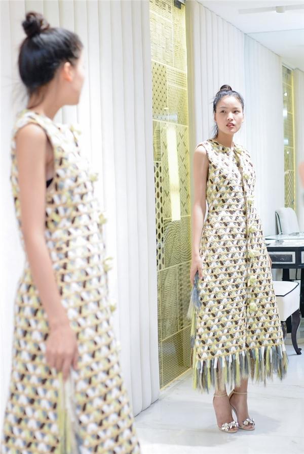 Người mẫu Chà Mi cũng nhận được cái gật đầu của nhà thiết kế khó tính.