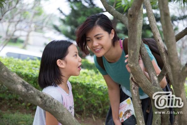 Minh An thích chơi đùa và trò chuyện cùng mẹ - chị Trịnh Đức Phương Linh